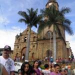 053 La fachada de la iglesia