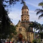 058 La fachada de la iglesia